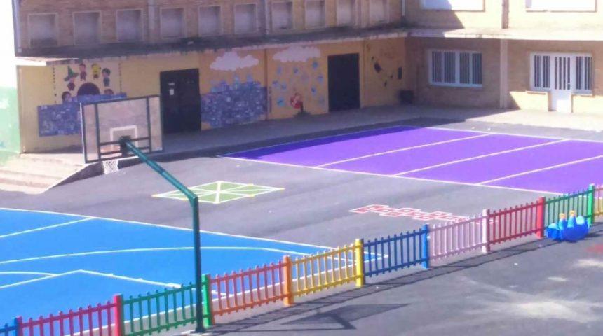 4 pistas de (2800 M2) en el Colegio Serrano Clavero de Requena (Valencia)