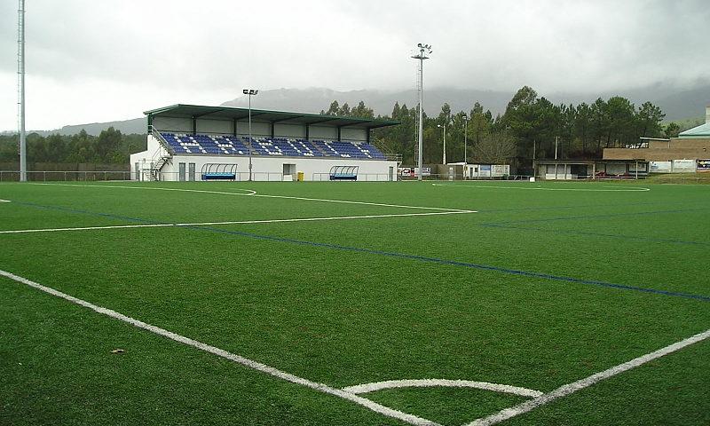 Composan Industrial y Tecnología ha fabricado el césped del campo de fútbol de Arbo.