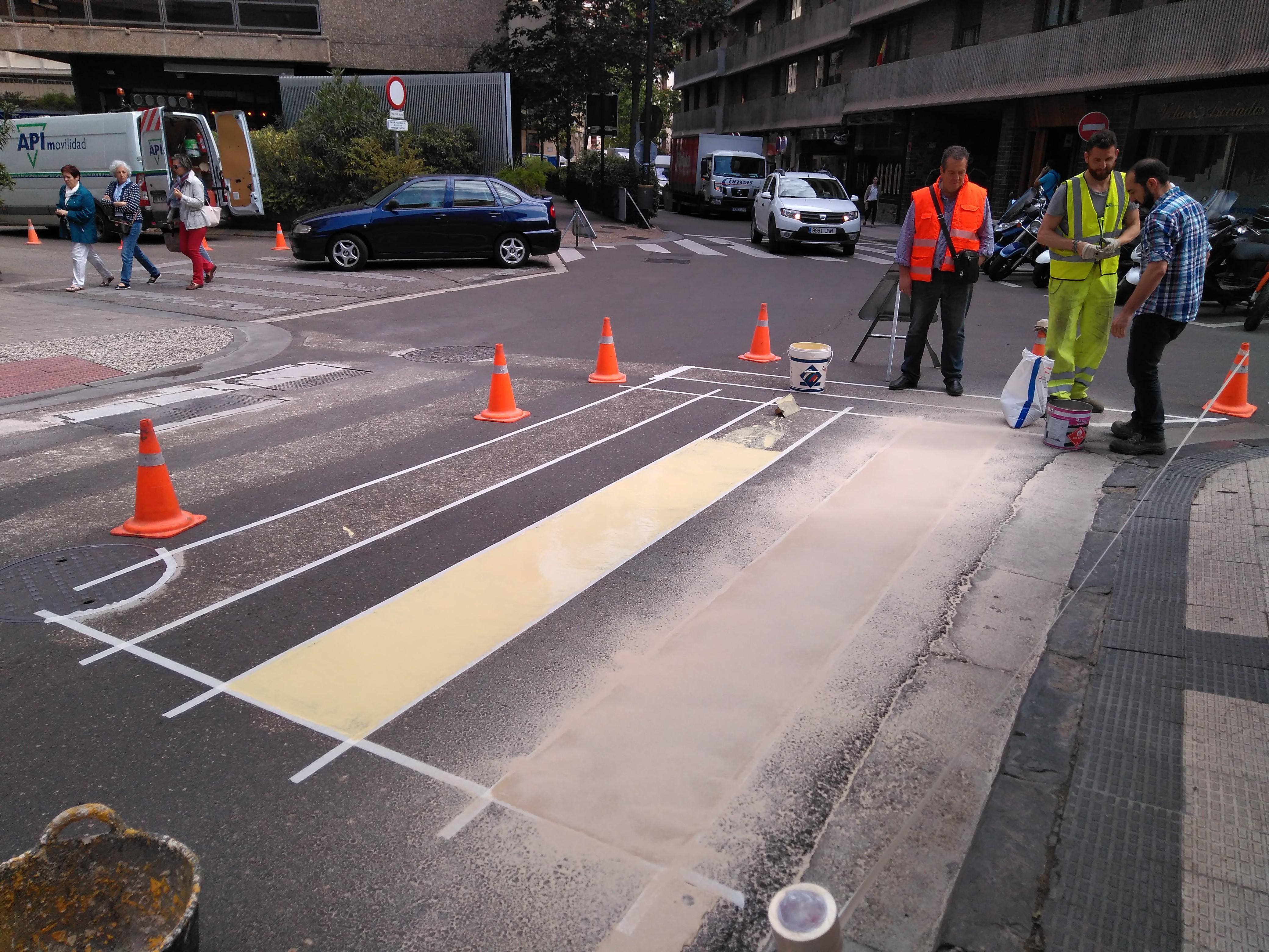 Paso de peatones antideslizante, con sistemas Composan
