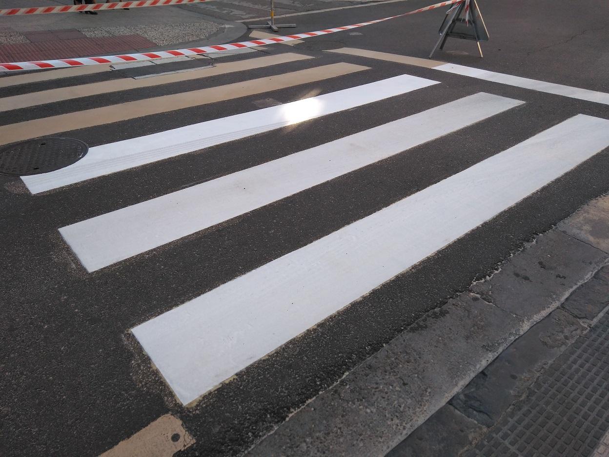 Paso de peatones antideslizante, con sistema Composan